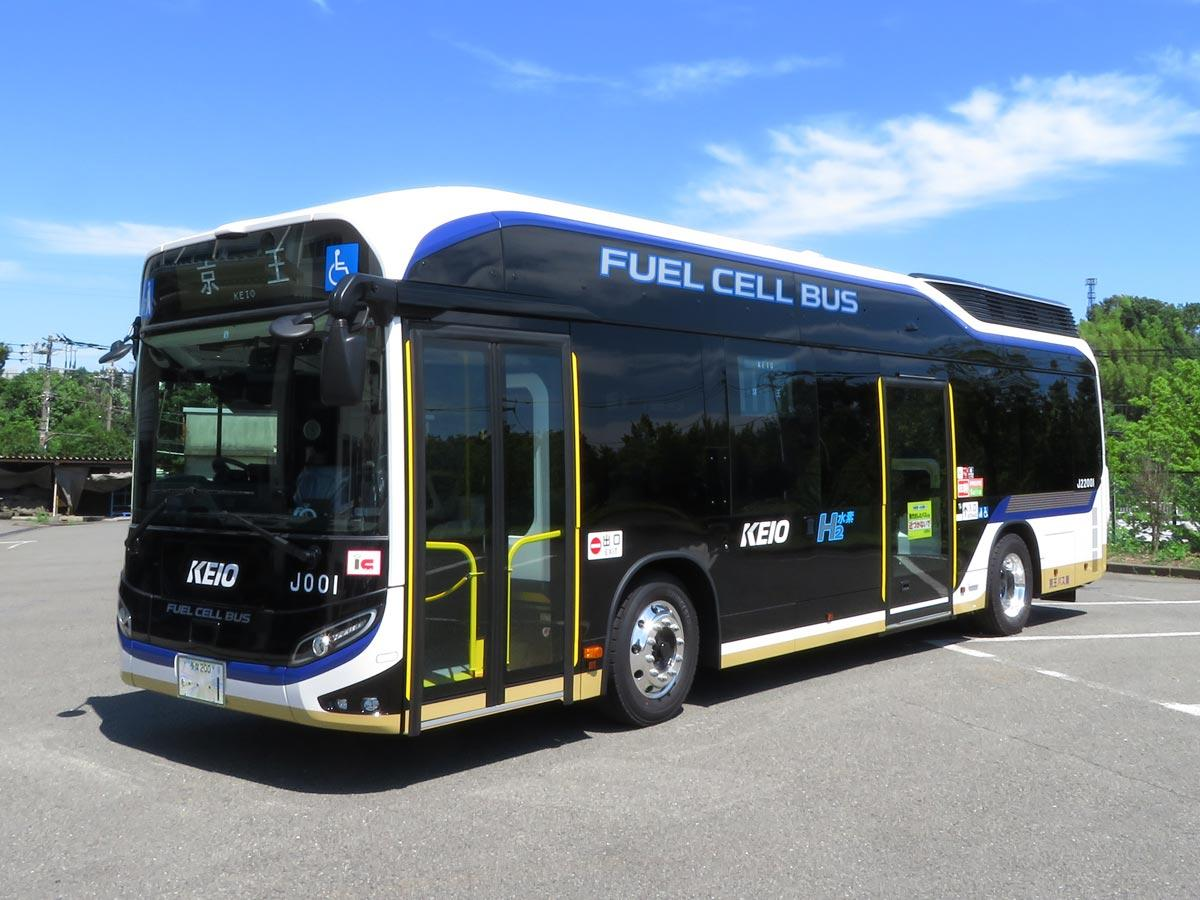 水素燃料電池バスで運行する