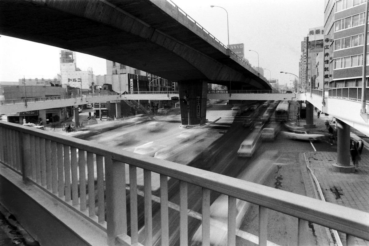 1968年の完成当初の「渋谷駅西口歩道橋」 - シブヤ経済新聞