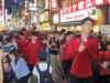 アルバルク東京、サンロッカーズ渋谷がバスケ通りをパレード Bリーグ開幕迫る
