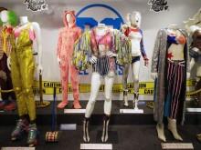 原宿で「ハーレイ・クイン」の衣装など展示 映画公開記念で