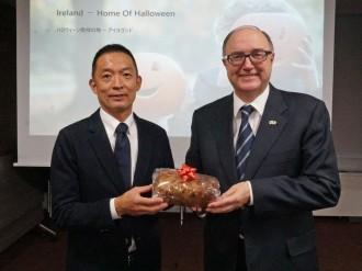 「ハロウィーン発祥」アイルランドの駐日大使、本番を前に渋谷区長訪問