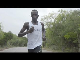 難民からオリンピック選手になった男性の実録映画「戦火のランナー」、渋谷で公開