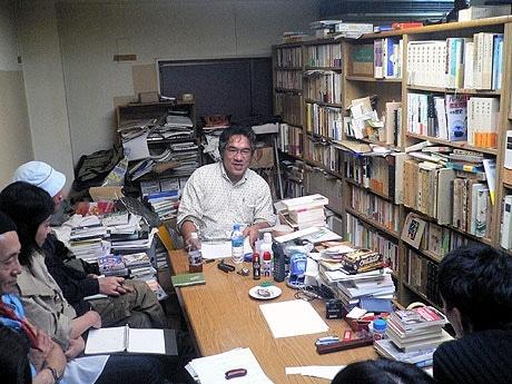 会の様子。中央が藤谷さん。
