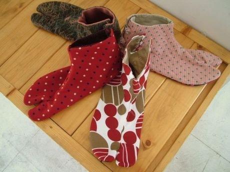 手作りした足袋のはき心地は格別。