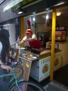 下北沢に韓国の焼き菓子「ホットック」専門店-トッポッキ、コーン茶も