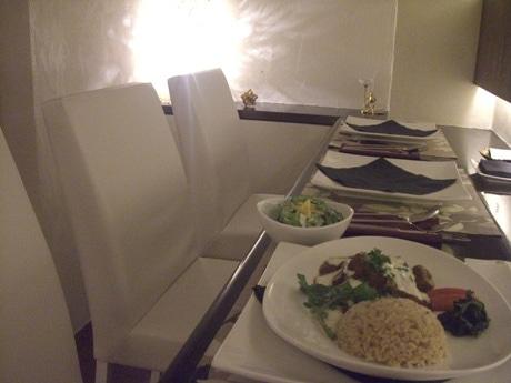 サラダとライスが付く、ビーフ・ストロガノフ(1800円)