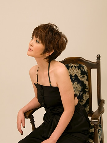 再び歌手デビューした泰葉さん。幼いころからクラシック音楽を学んでいた。1月17日に誕生日を迎える