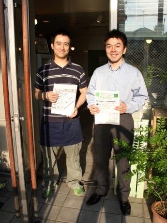 主催の鍛治川さん(右)と、テストプレイに参加した「HEARTY CAFE」の牧田さん(左)。牧田さんは今回も参加予定