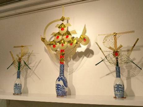 会場内に展示された神酒口。青森県青森市の「神酒筋 一ツ玉宝船」(写真右・左)、東京都福生市の「七ツ玉宝船」(写真中央)