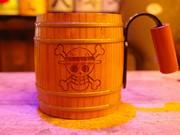 下北沢のバー特製「海賊木樽ジョッキ」、「ワンピース」とのコラボで話題に
