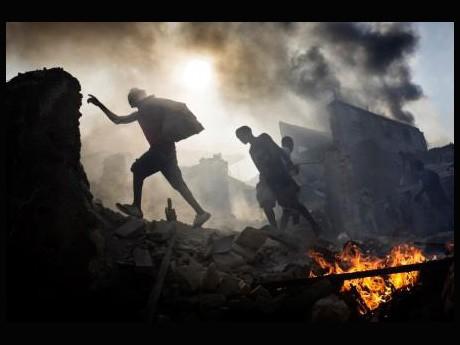 「第7回DAYS国際フォトジャーナリズム大賞」で1位を受賞した「地震の痛手(ハイチ)」Photo by ヤン・ダゴ