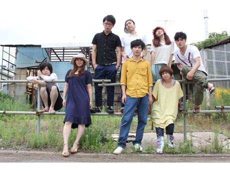 劇団メンバーの集合写真