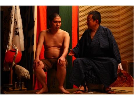 前回公演「鉄割×東陽片岡」の舞台写真(撮影:在本彌生)