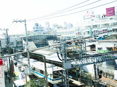 下北沢の景観を代表する一つ「下北沢駅」(撮影:長尾真志)