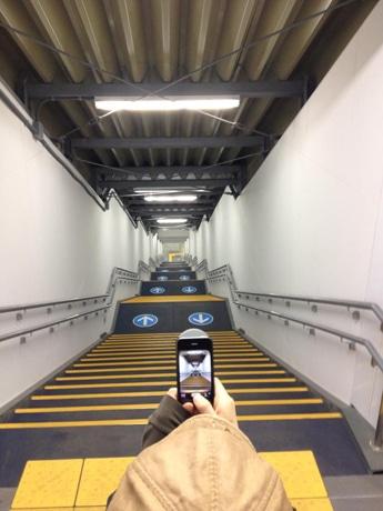河村さんが撮影し、ネット上で広まった世田谷代田駅の階段