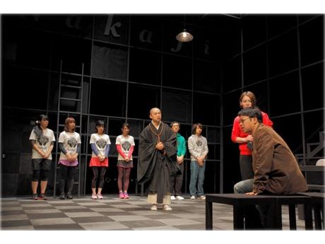 第1回公演「梢をタコと読むなよ」の舞台写真