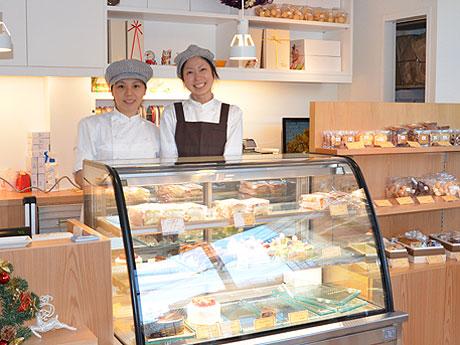 左から、店主の神津有花さんとスタッフの女性