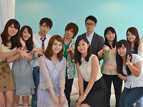 エントリーNo.3 飯塚しずかさん(中央左)とエントリーNo.2 西村奏絵さん(中央右)を囲む学生団体CURIEのメンバー