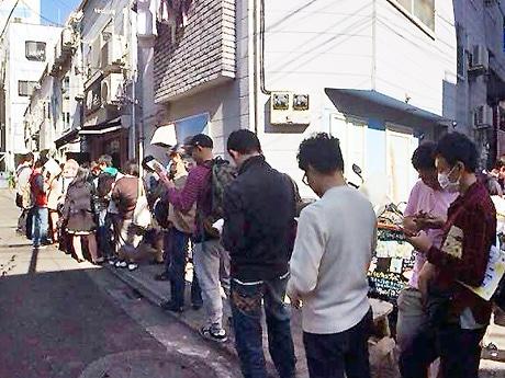 長蛇の列ができた参加店、カフェ「46ma」の様子(画像提供:I LOVE 下北沢)