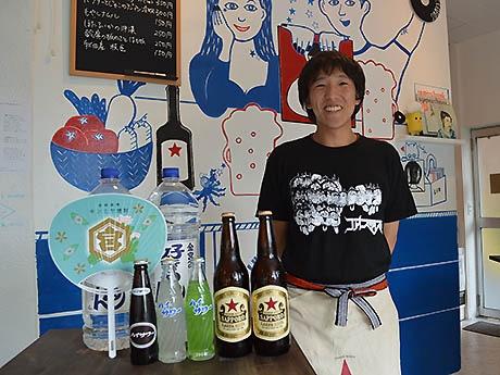 オーナーの會田洋平さん。提供しているドリンクは自身の好きなものをセレクト