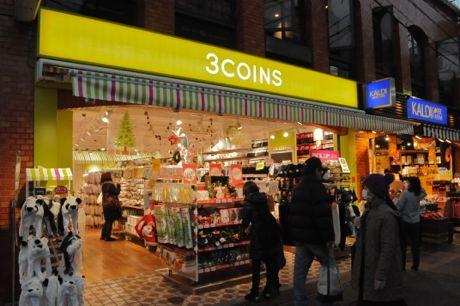 北口駅前にオープンした「3COINS」
