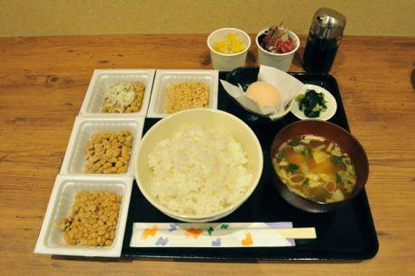 4種の納豆が好きなだけ食べられる「納豆食べ放題定食」