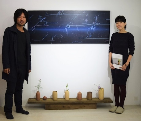 陶芸家・松本かおるさん(右)と現代美術作家・山上渡さん(左)