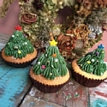 下北沢のカップケーキ店「ON THE WAY」にクリスマス限定ツリー型ケーキ