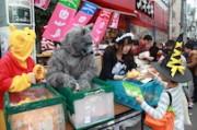 下北沢で「キッズハロウィン」 仮装した子どもたちにお菓子をプレゼント