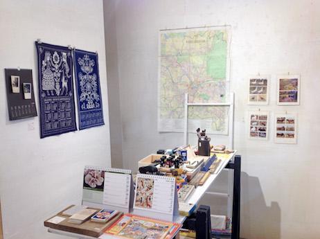 「2018カレンダーと古い文房具」展示の様子
