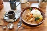 下北沢に北海道スープカレーの系列店 3種類のルーカレー提供