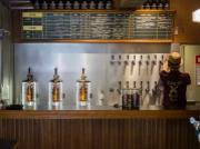 下北沢にクラフトビール量り売り専門店 690円均一で角打ちも