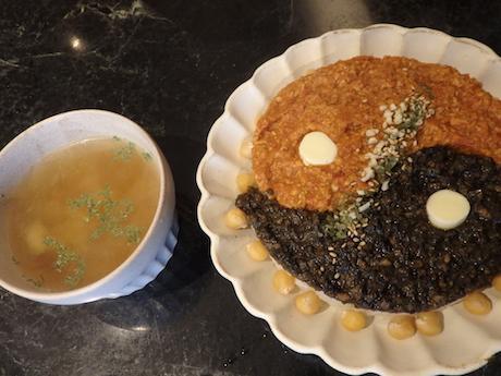 「他力本願寺加哩」(1,500円)。両者を交互に、あるい混ぜて食べるとよりおいしい、と瀬口さん