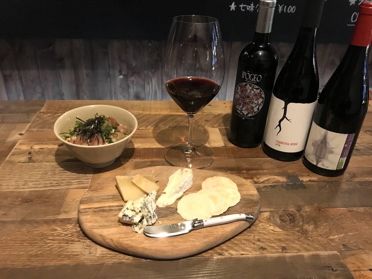 自然派ワインと相性のよいチーズの盛り合わせとお茶漬け。