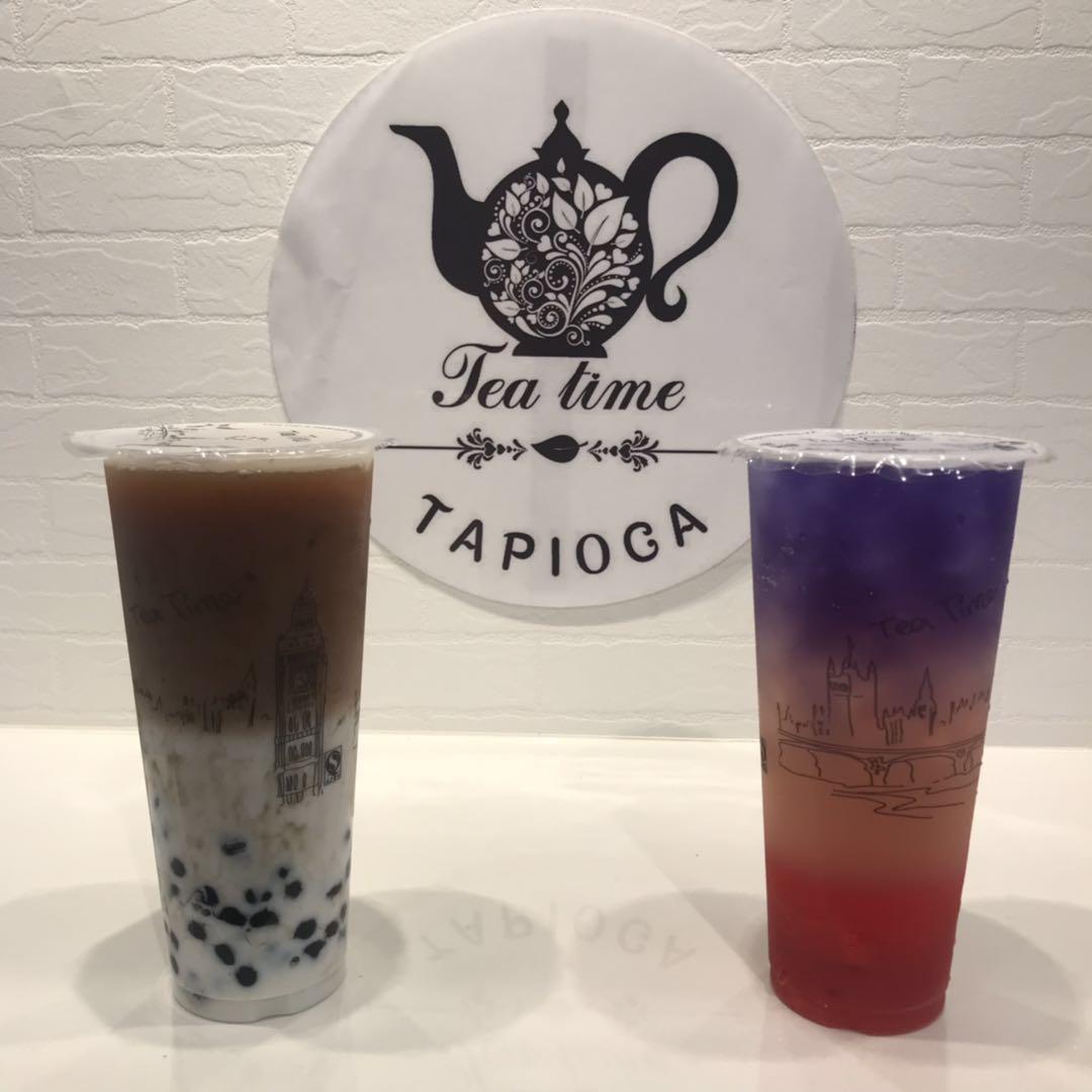 タピオカをトッピングした「ティータイムミルクティー」(左)と「PAR-TEA tea」(右)