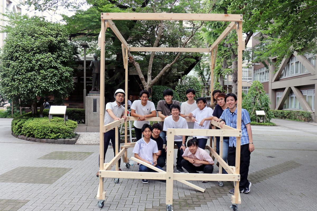 建築学系の学生ら