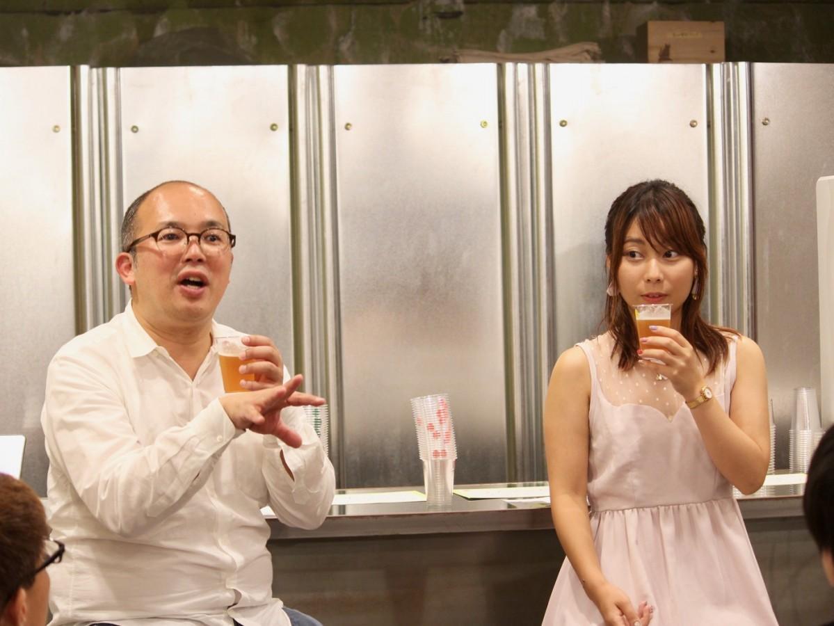 ビール片手にトークを繰り広げるスプリング・バレー・ブルワリーの中水和弘さん(左)と姫乃たまさん