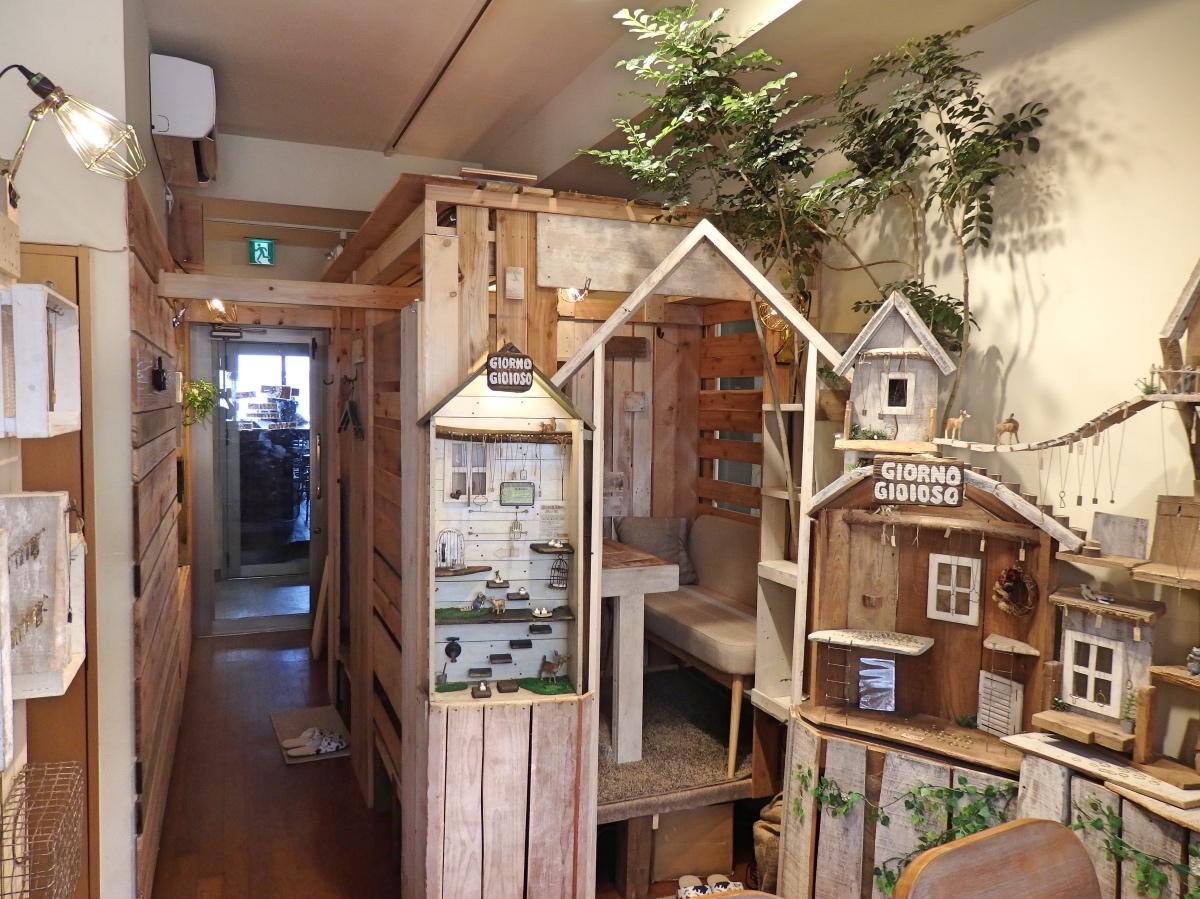岡田さんが一人で作り上げた店内装飾