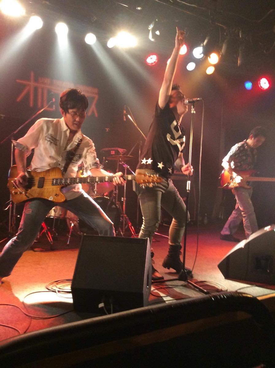 「KEMUSHI」のライブ