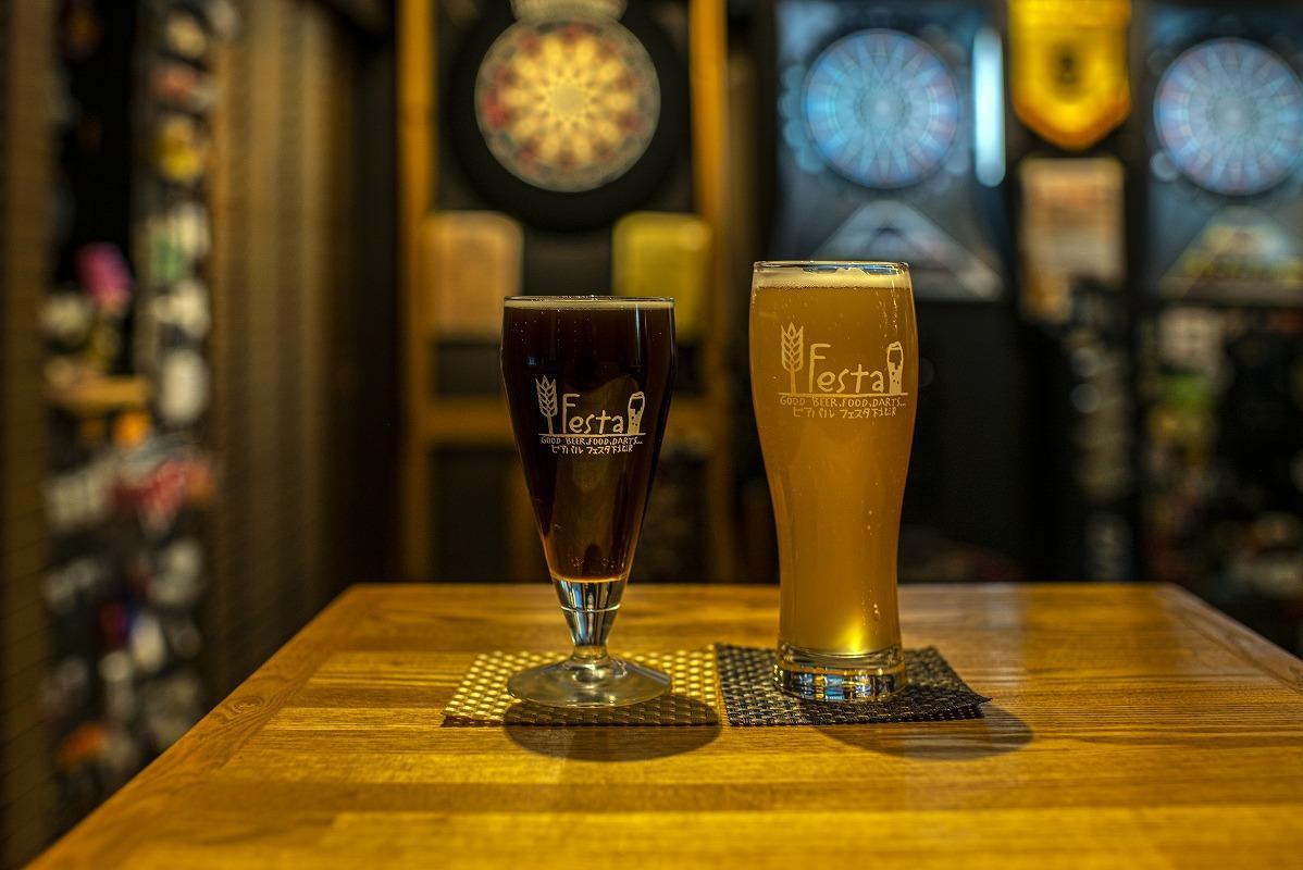 オリジナルグラスに入ったビール