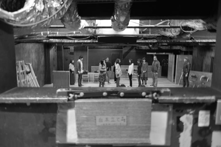 「劇団前方公演墳」照明ブースから見た小劇場(下北沢・駅前劇場)の舞台