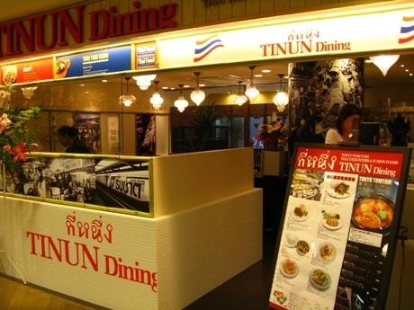 店内はアジア風のインテリアで装飾されている。