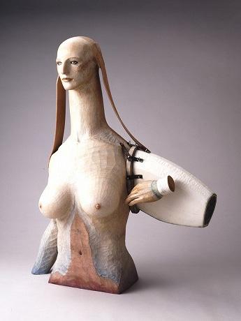 「遠い手のスフィンクス」2006年 楠に彩色、革、大理石、鉄 高橋コレクション 撮影=内田芳孝 写真提供=西村画廊