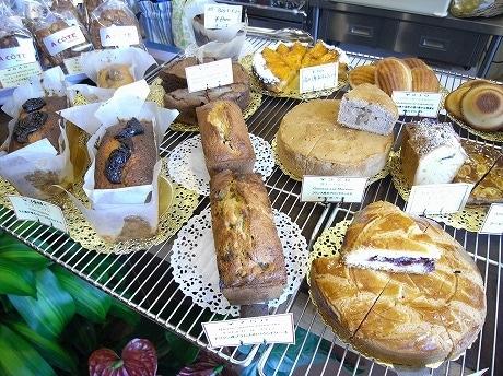 バターケーキやマドレーヌなど増沢さんこだわりの焼菓子が店頭に並ぶ。