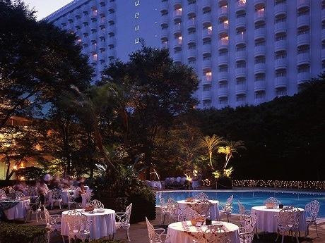 森に囲まれたダイヤモンドプールサイドが人気の「高輪・森のガーデンレストラン」。