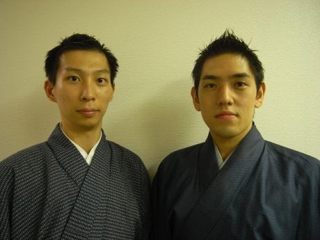 喜多流能楽師の塩津圭介さん(左)と佐藤寛泰さん