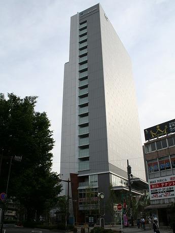大井町駅近く、大井三つ又商店街の「みつまた時計台」向かいに6月5日、ビジネスホテル「ヴィアイン東京大井町」がプレオープンした。