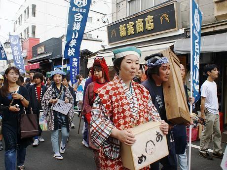 「しながわ宿場まつり」の江戸風俗行列に参加した人々。