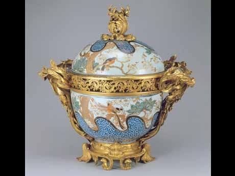 色絵花鳥文蓋付大鉢 1720~50年代 ©USUI COLLECTION