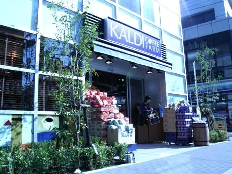 店舗が入居しているのは、昨年11月に完成したマンション「ベルファース戸越スタティオ」の1階。入り口ではオリジナルコーヒーの試飲サービスを行っている。